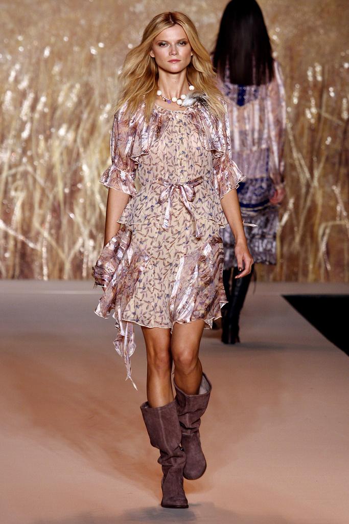...одежды от Anna Sui.  В этом сезоне дизайнер предложили